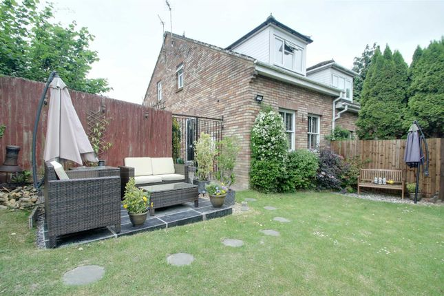 Thumbnail Terraced house for sale in Lakeside, Tring
