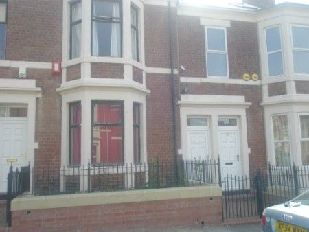 Thumbnail Maisonette to rent in Gerald Street, Newcastle Upon Tyne