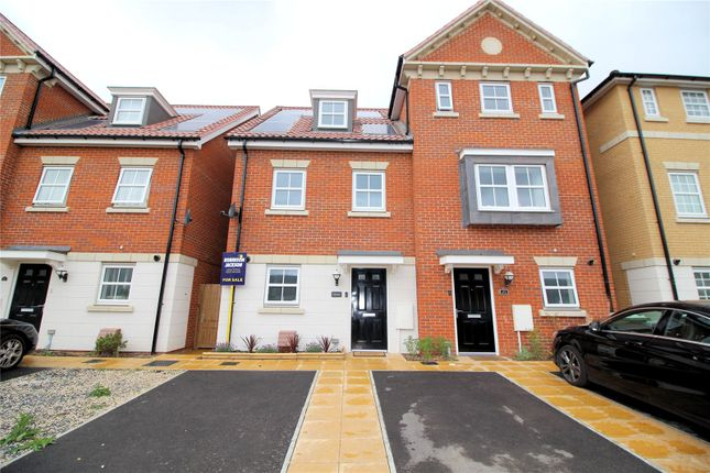 Thumbnail Semi-detached house for sale in Richmer Road, Slade Green, Kent