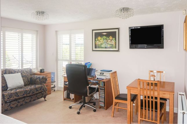 Family Room of Little Greeve Way, Wootton Fields, Northampton NN4
