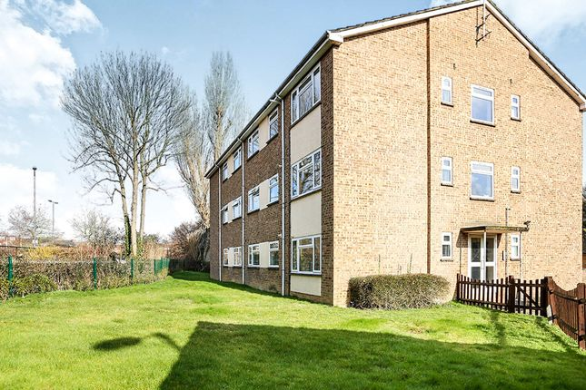 Thumbnail Flat to rent in Hazelwood Close, Hitchin