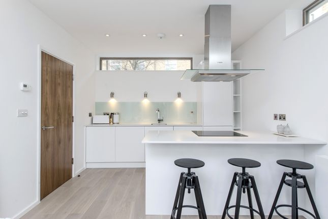 Thumbnail Flat for sale in Alt Grove, London