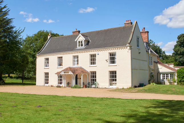 Thumbnail Country house to rent in Hall Road, Framingham Earl, Norwich