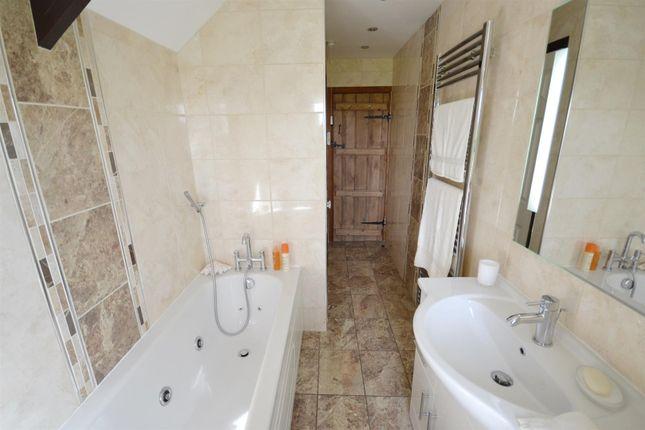 Bathroom of Seven Wells, Sardis, Saundersfoot SA69