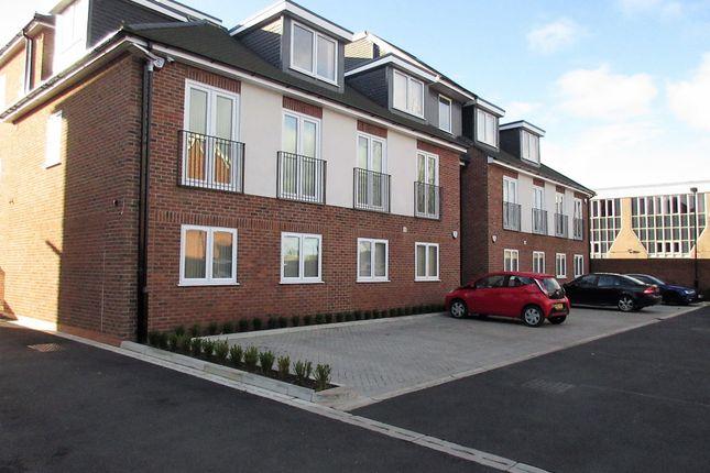 Thumbnail Flat to rent in Reet Gardens, Slough, Berkshire