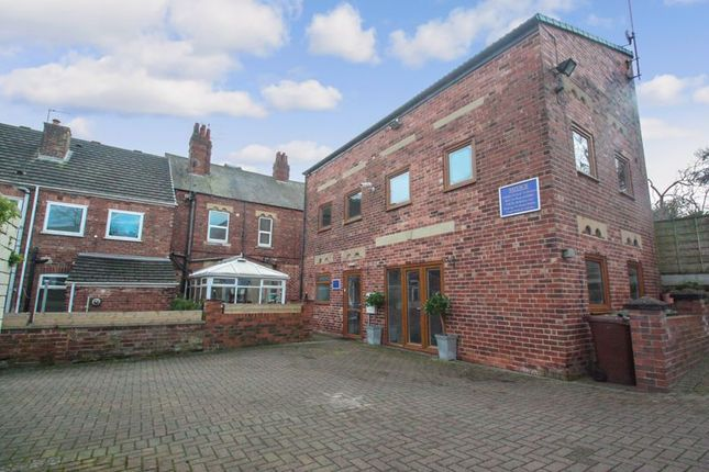 Photo 9 of Tower House Guest House, Pontefract, West Yorkshire WF8
