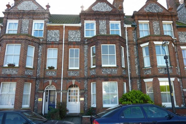 Thumbnail Property to rent in Vicarage Road, Cromer