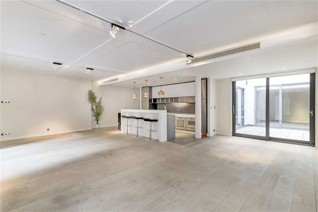 2 bed flat for sale in Oxford Street, London