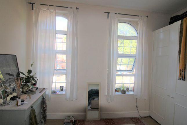Thumbnail Flat to rent in Brecknock Road, Kentish Town