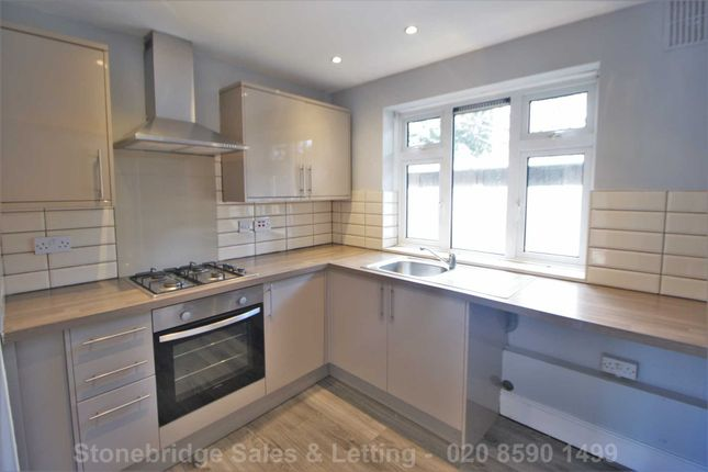 2 bed flat for sale in Little Gearies, Ilford IG6