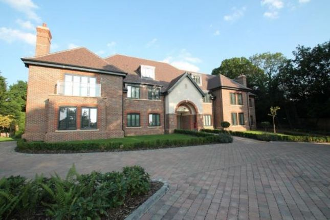 Thumbnail Flat to rent in High Road, Chigwell