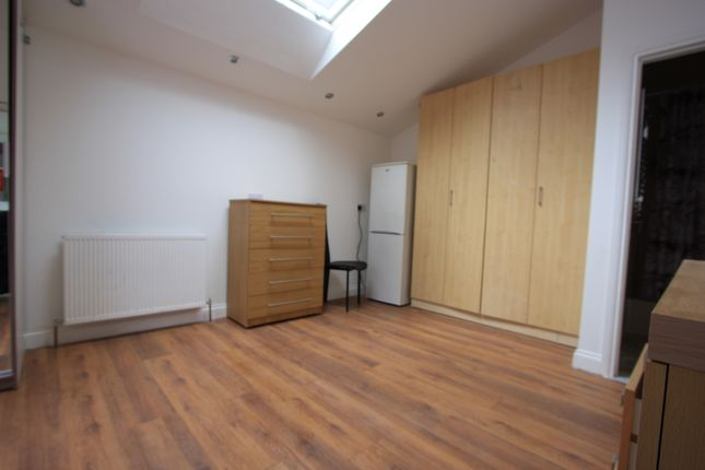 4 bed shared accommodation to rent in Glencairn Road, Streatham SW16