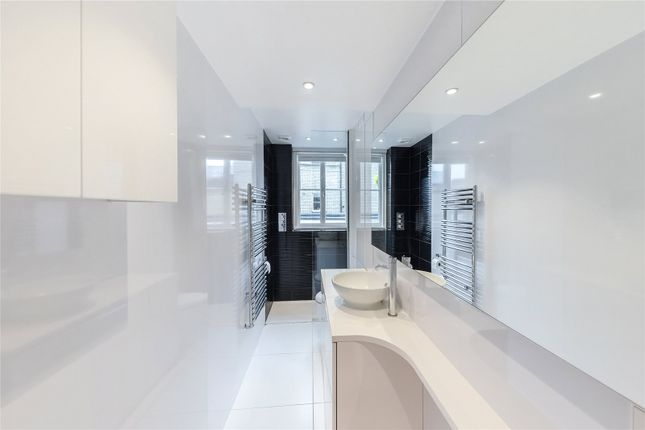Master Ensuite of Redcliffe Square, London SW10
