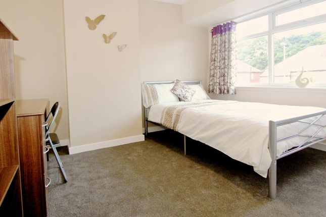 Thumbnail Property to rent in St. Annes Drive, Headingley, Leeds
