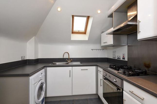 Thumbnail Flat to rent in Sidney Road, Walton On Thames