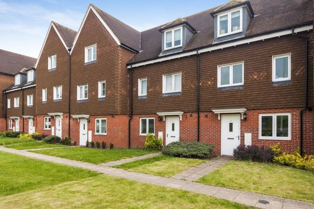 Thumbnail Terraced house to rent in Outfield Crescent, Wokingham
