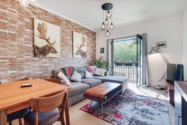 Thumbnail Flat for sale in Burrells Wharf Square, London