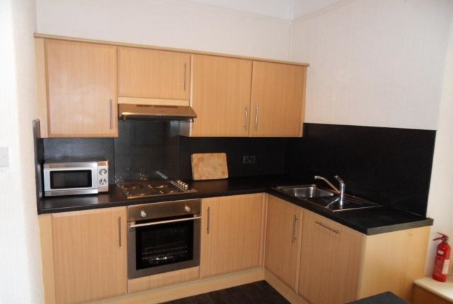 Thumbnail Flat to rent in First Floor Flat, Oystermouth Road, Swansea.