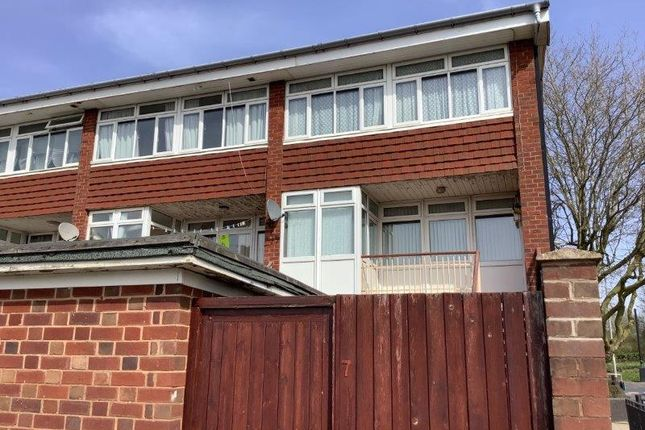 3 bed flat for sale in Silvercourt, Brownhills, Walsall WS8