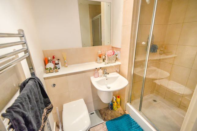 Ensuite of The Hicking Building, Block 1, Queens Road NG2