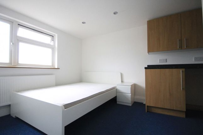 Thumbnail Room to rent in Valentines Road, Ilford