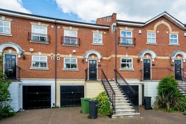 Thumbnail Shared accommodation to rent in Leigh Hunt Drive, London