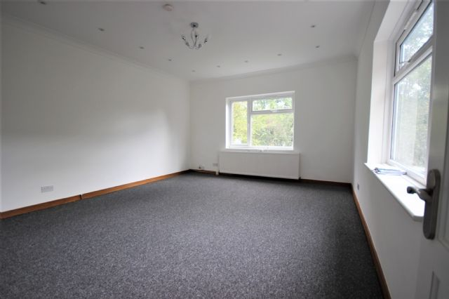 Thumbnail Flat to rent in Madeley Road, Ealing Bradway, London