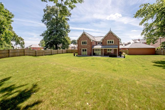 Image10 of South Drive, Sandhill Park, Bishops Lydeard, Taunton TA4