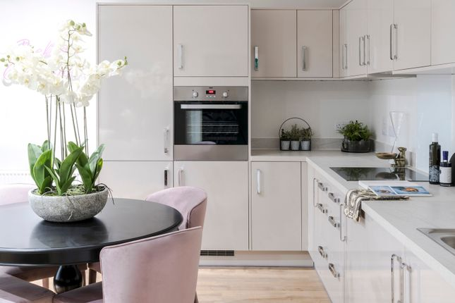 2 bed flat for sale in Newham Way, Beckton, London E6