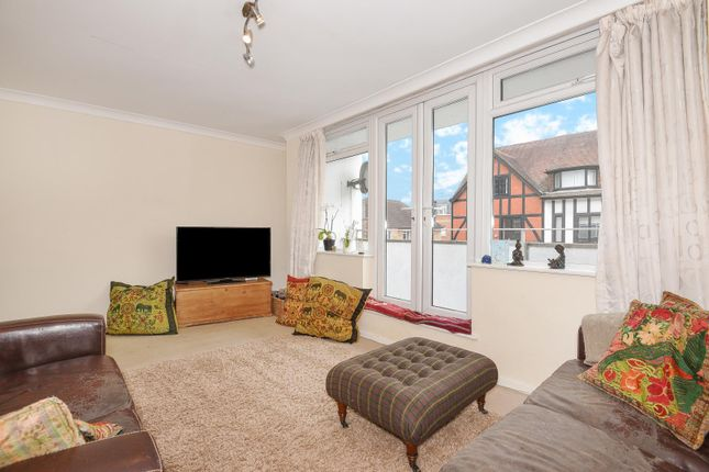 Thumbnail Flat to rent in Packhorse Road, Gerrards Cross