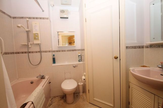 Bathroom of The Cloisters, South Street, Wells BA5