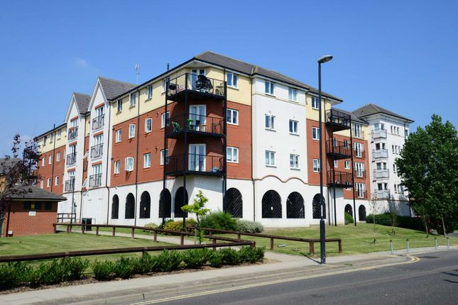 Thumbnail Flat to rent in Long Acre House, Pettacre Close