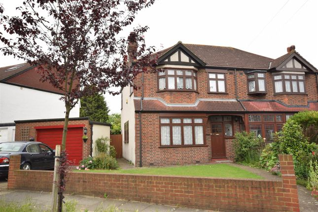 3 bed property for sale in Northway, Morden