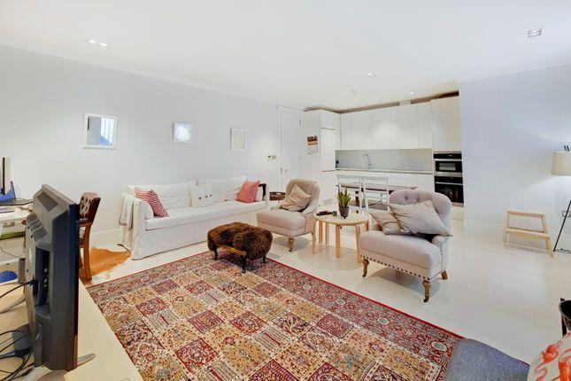Thumbnail Flat to rent in 7 Warwick Court, London