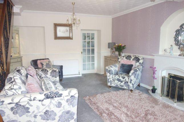 Lounge of The Avenue, Pontygwaith CF43