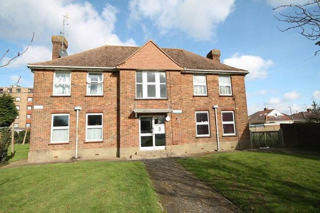 Thumbnail Flat to rent in Warren Court, Sompting Road