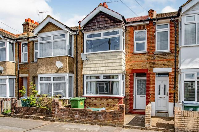 3 bed property to rent in Southsea Avenue, Watford WD18