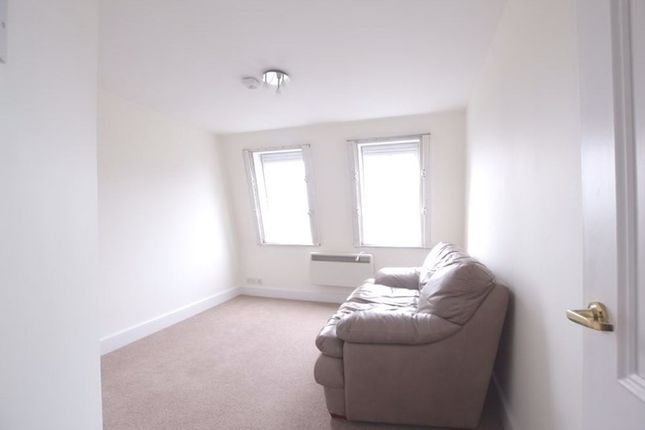 1 bed flat to rent in Marlborough House, Finchley Road, London