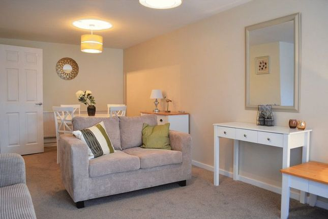 Thumbnail Flat to rent in Hernes Close, Oxford