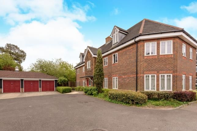 Thumbnail Flat for sale in Rosemead Gardens, Crawley, West Sussex