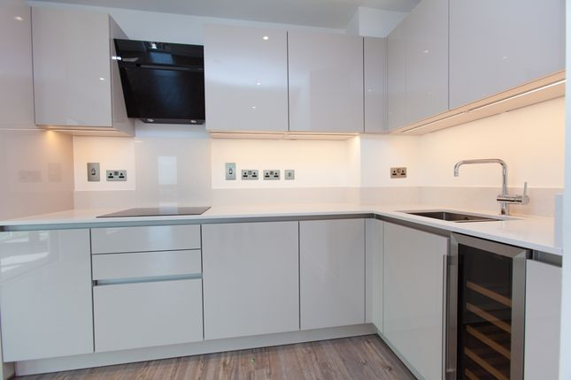 Thumbnail Flat to rent in Aldgate Place, Wiverton Tower, Aldgate