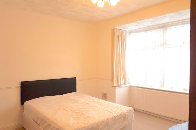 Thumbnail Room to rent in Pinglestone Close, West Drayton, Middlesex