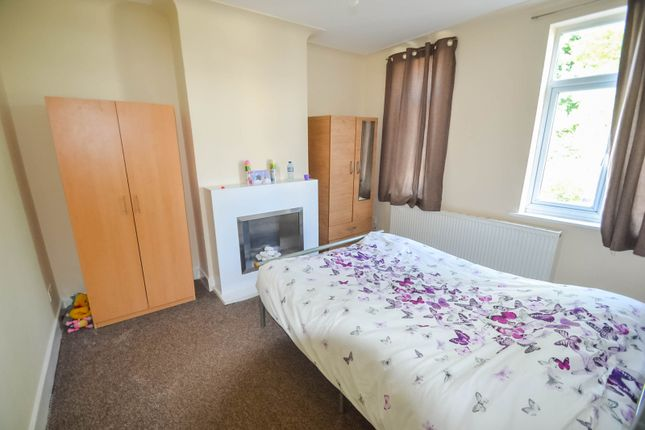 Thumbnail Flat to rent in Lodge Avenue, Dagenham