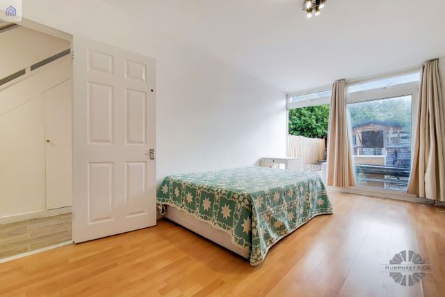 Thumbnail Terraced house to rent in Swinford Gardens, London