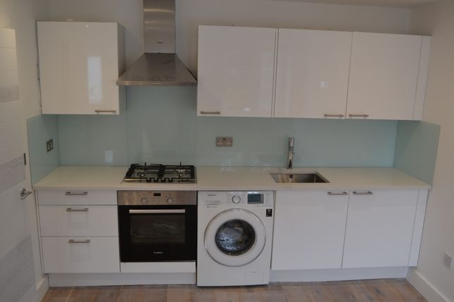 Thumbnail Flat to rent in Hoylake Road, London