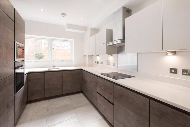 Thumbnail Property for sale in Vicarage Crescent, Battersea, Lonndon