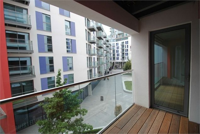 Thumbnail Flat for sale in 3 Saffron Central Square, Croydon, Surrey
