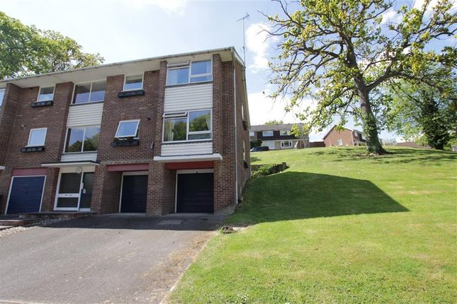 Thumbnail Flat for sale in Starlings Drive, Tilehurst, Reading