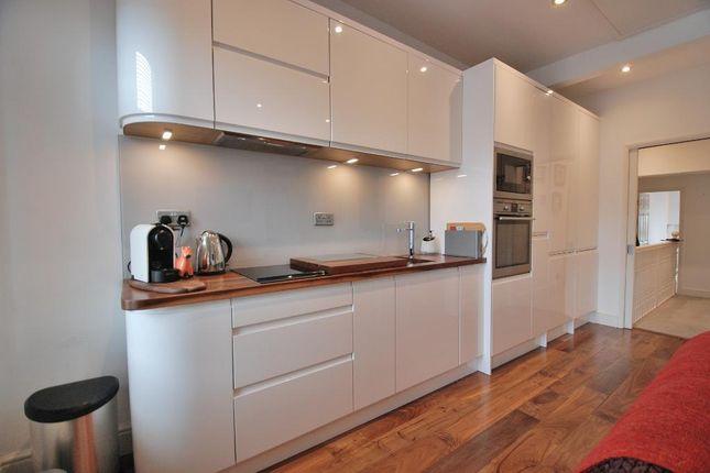 Stunning Integrated Kitchen Area