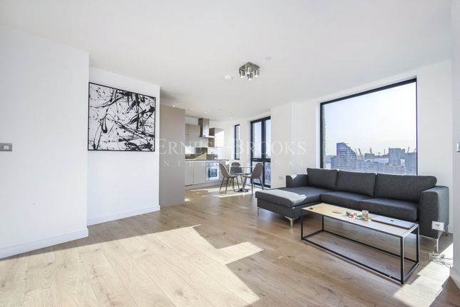Flat for sale in Roosevelt Tower, Williamsburg Plaza, Blackwall